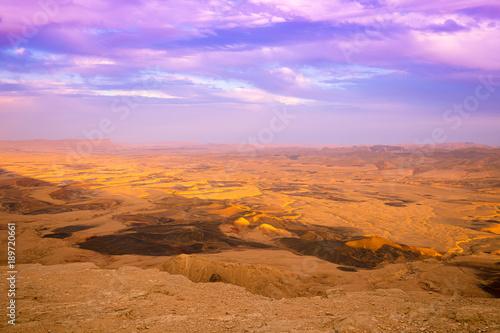 Fotobehang Purper Makhtesh Ramon Crater in Negev desert, Israel