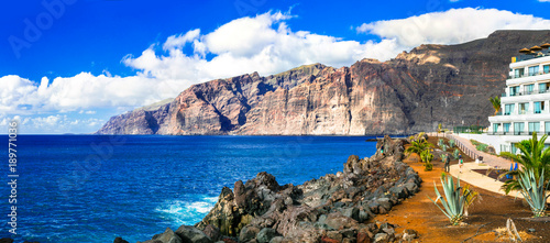 Deurstickers Donkerblauw Holidays in Tenerife. impressive Los Gigantes bay. Canary islands