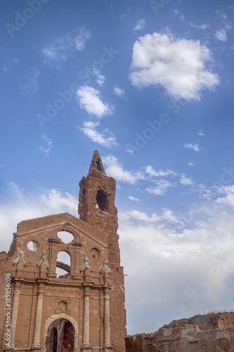 iglesias de Belchite destruidas por los bombardeos de la guerra civil de España