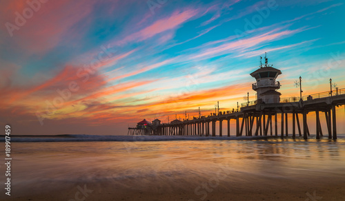 Foto op Canvas Zee zonsondergang Sunset by the Huntington Beach Pier in California