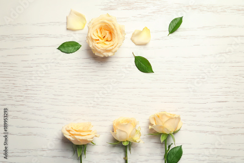 Staande foto Roses Beautiful roses on wooden background