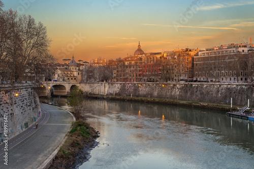 Roma, Lungo Tevere al tramonto