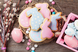 Easter gingerbread cookies and eggs - 189989012
