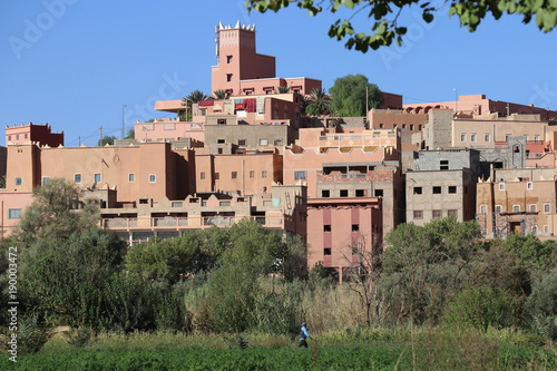 Fotobehang Khaki Altes Dorf auf dem Berg
