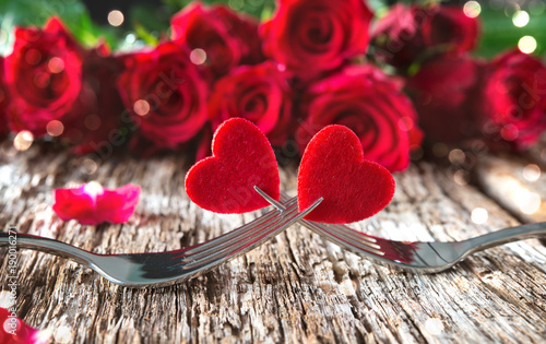 Hearts on forks in front of red roses - 190016271