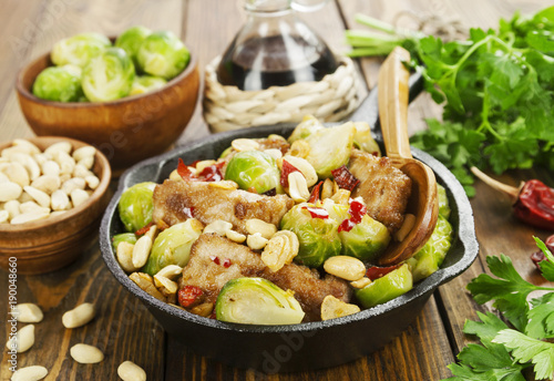 Papiers peints Bruxelles Stewed pork with brussels sprouts