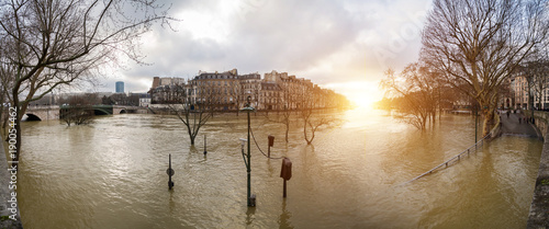 Flood of the Seine 2018 in Paris France - 190054462