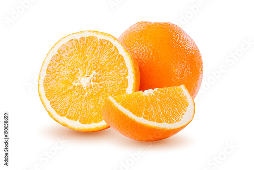 Pomarańcze odizolowywająca na białym tle. Pełna głębia pole z ścinek ścieżką.