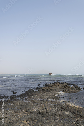 Papiers peints Naufrage Boat wreck on the coast of Sal island at Cape Verde