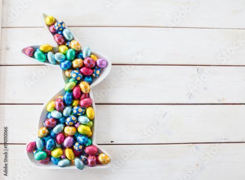 Leinwanddruck Bild Bunte Ostereier aus Schokolade