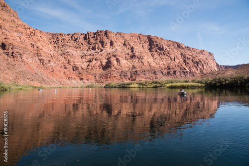 Staande foto Zalm A rafter on the Colorado River at Lees Ferry in Arizona.