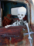 Skelett im Lastwagen - skeleton in a truck