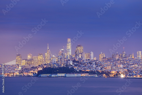 Fotobehang San Francisco Night view of San Francisco across the bay