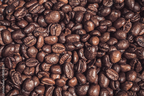Poster Koffiebonen Background of roasted coffee grains Food backdrop macro close-up