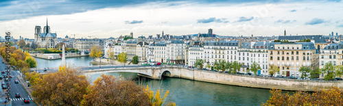 Papiers peints Photos panoramiques Panorama of Notre-dame-de-Paris and Seine river in autumn