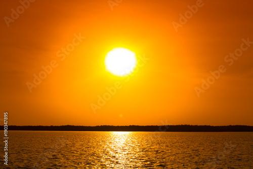Foto op Aluminium Oranje eclat coucher de soleil