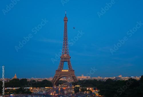 Foto op Plexiglas Eiffeltoren Eiffel Tower In The Evening