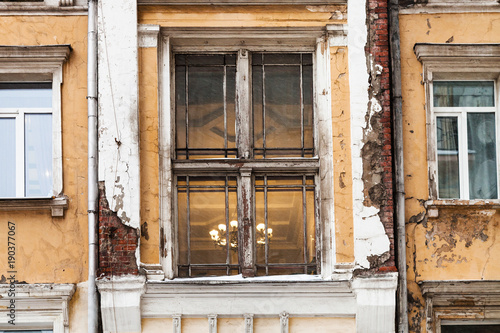 Poster Moskou shabby window of old urban house in Moscow