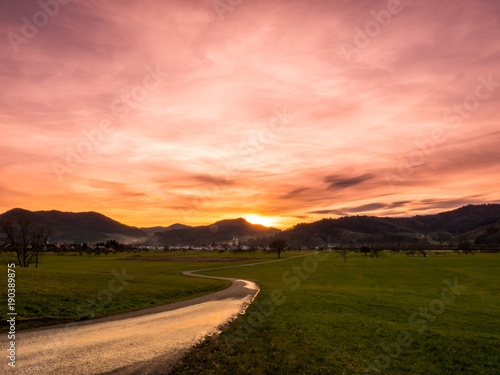 Fotobehang Zalm Weg in den Sonnenuntergang