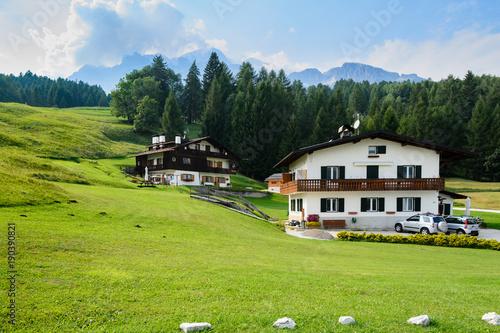 domki na alpejskiej łące