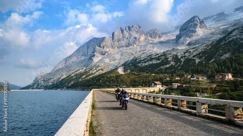 Fotobehang Grijs Grupa Marmolada w Dolomitach