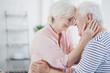 Quadro Happy senior spouses hugging