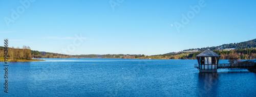 Foto op Aluminium Blauw Lake landscape in winter