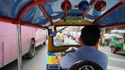 Fotobehang Boeddha Tuk Tuk driver