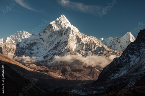 nepalski-krajobraz-amadablam