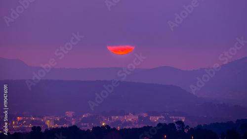 Fotobehang Snoeien super moon over Aix-en-Provence