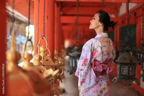 japonka-w-stroju-kimono,-japonska-tradycja,-japonska-kultura