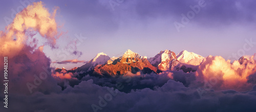 Papiers peints Photos panoramiques Beautiful panoramic view mountains at sunrise