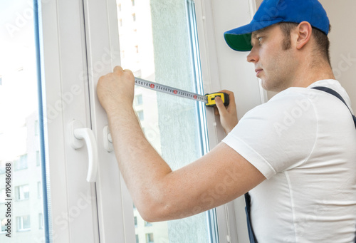 Handyman measuring window for cassette roller blinds.