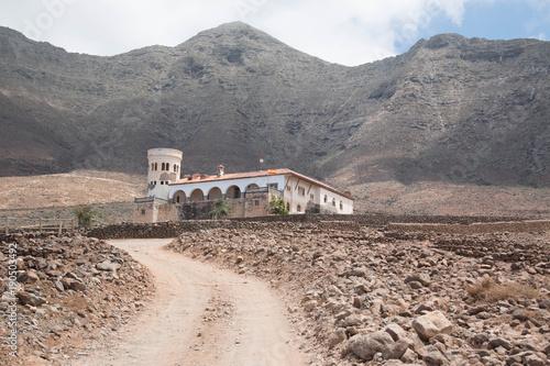 Fotobehang Zalm Villa Winter in Cofete, Fuerteventura, Spain.
