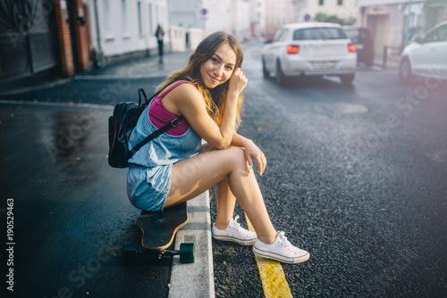 Fotobehang Skateboard smile girl