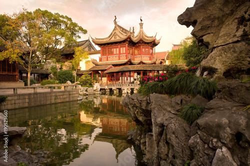 Foto op Canvas Shanghai Pagoda at public gardens of Yuyuan Garden (Yu Garden), Old Town, Shanghai, China, Asia