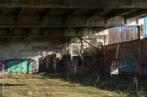 Foto op Canvas Oude verlaten gebouwen duvart snatları