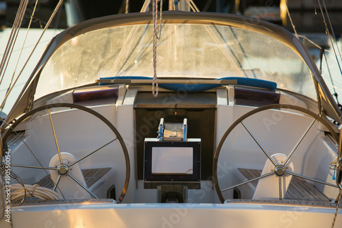 Keuken foto achterwand Schip Controls wheels of yacht