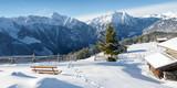 Winterlandschaft in den Alpen mit Schihütten als Panorama - 190556643