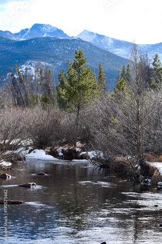 Fotobehang Bergrivier Rocky Mountain National Park