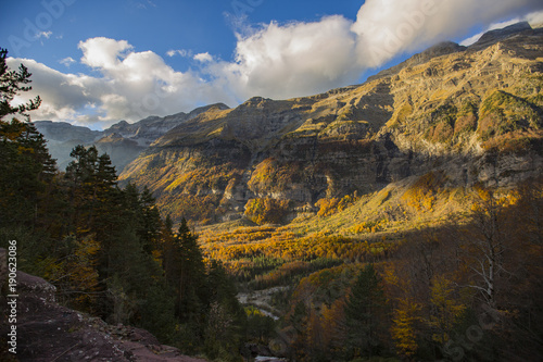 Fotobehang Zwart Otoño en los Pirineos