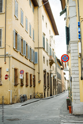 Fotobehang Fiets Street bicycle car pavers summer Italy