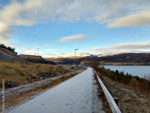 Foto op Aluminium Blauw Autumn road in North Norway, Kvenvik, Finnmark