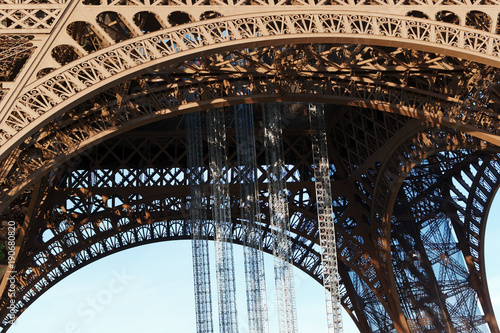 Foto op Plexiglas Eiffeltoren Architecture de la tour Eiffel
