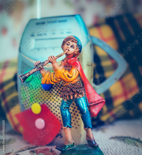 Deurstickers Imagination Musicista che suona il flauto