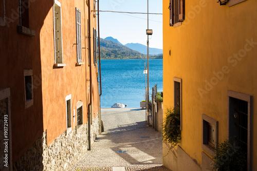 Deurstickers Smal steegje Mergozzo, Italy