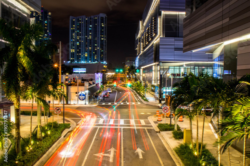 In de dag Nacht snelweg Miami Down Town long exposure photo 3