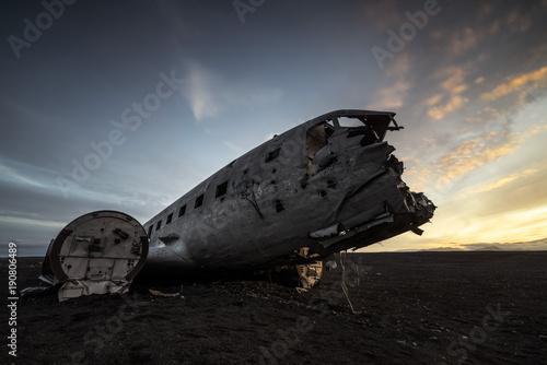 Deurstickers Schipbreuk Flugzeugwrack DC-3