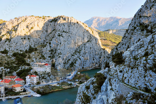 Fotobehang Bergrivier Mountains and river near Omis town