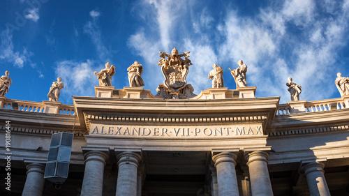 Kolumnada w szczegółach placu Świętego Piotra w Watykanie, Włochy